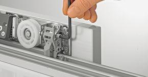 Установка доводчика на двери шкафа-купе