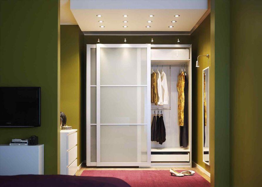 Шкаф-купе с раздвижной дверью